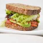 Sandwich de tofu marinado en soja