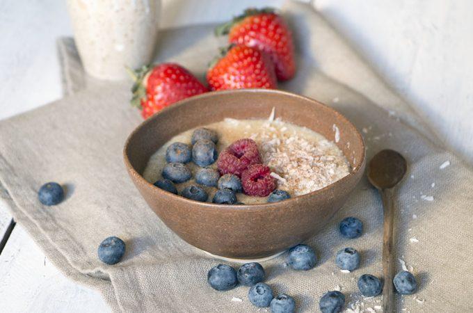 Porridge de quinoa con frutos rojos